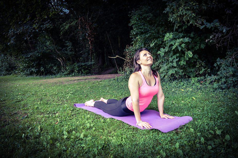 12 postures de yoga débutant et confirmé