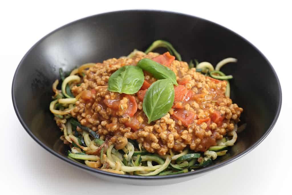 Spaghettis de courgettes à la bolognaise