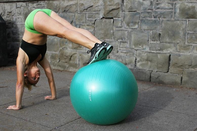 Travaillez vos abdos sur swissball