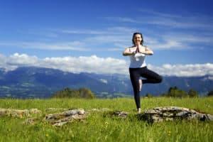 yoga: les bienfaits de la posture de l'arbre