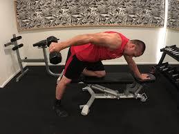 travaillez vos triceps avec le Kick back