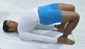 Yoga: La posture du demi-pont ( Sethu Bandhasana)