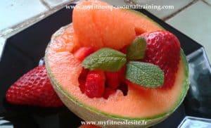 Melon aux fraises et à la feuille de menthe