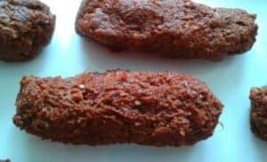 petits gâteaux moelleux crus à la fraise et au cacao