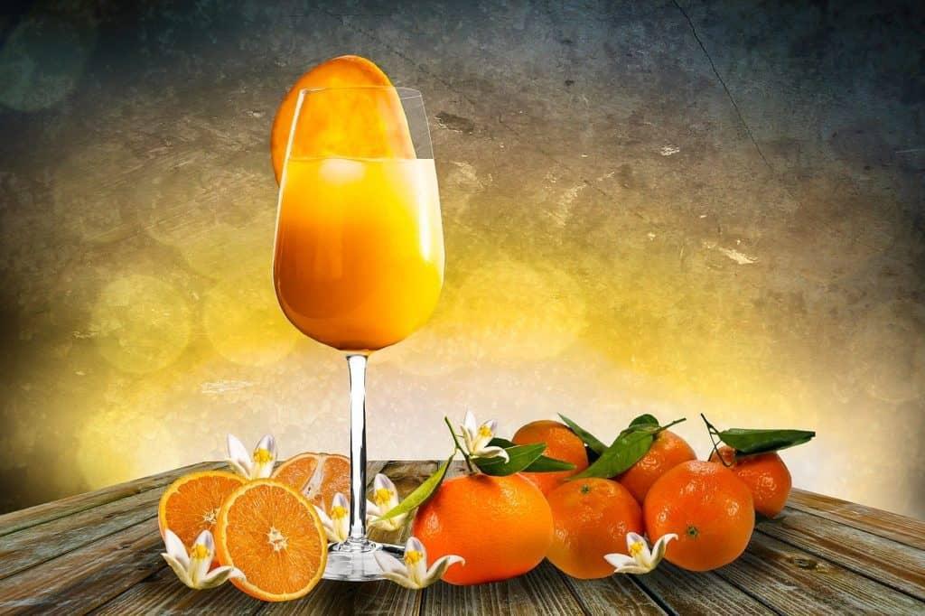 Healthy juice orange, carotte, gingembre
