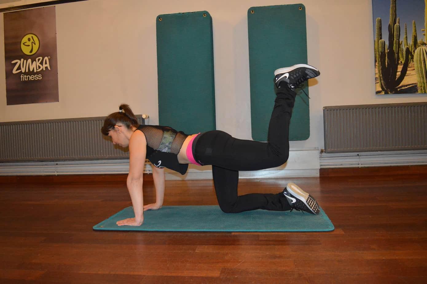 muscler ses fessiers: extension de la hanche genou fléchi