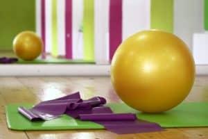 Exercices pour tonifier son corps avec un fitball