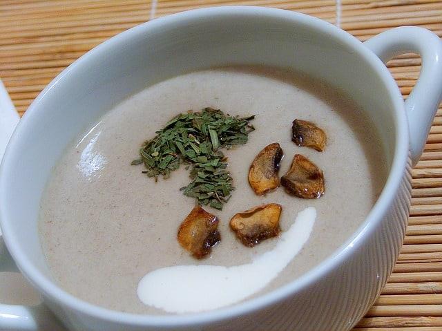 soupe crue chaude aux champignons